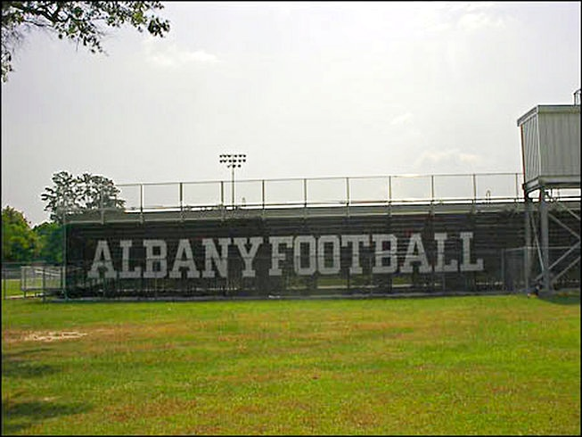 court-field-windscreen-albany-01